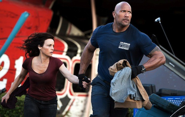 Carla Gugino and Dwayne Johnson in San Andreas (Photo: Warner)