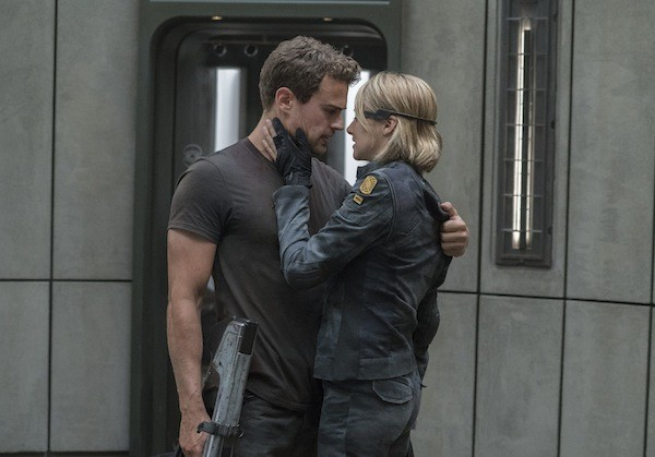 Theo James and Shailene Woodley in The Divergent Series: Allegiant (Photo: Lionsgate)
