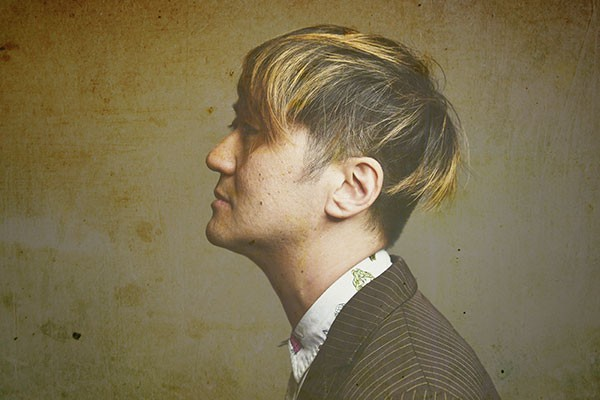 Kishi Bashi performs at Visulite Theatre on Sept. 28. (Photo by Shervin Lainez)
