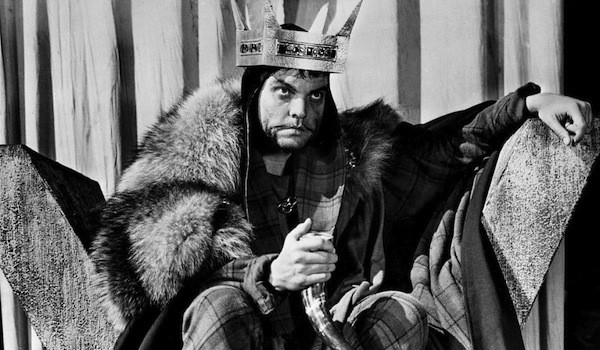 Orson Welles in Macbeth (Photo: Olive & Paramount)