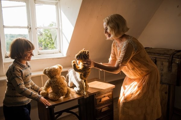 Will Tilston and Margot Robbie in Goodbye Christopher Robin (Photo: Fox)