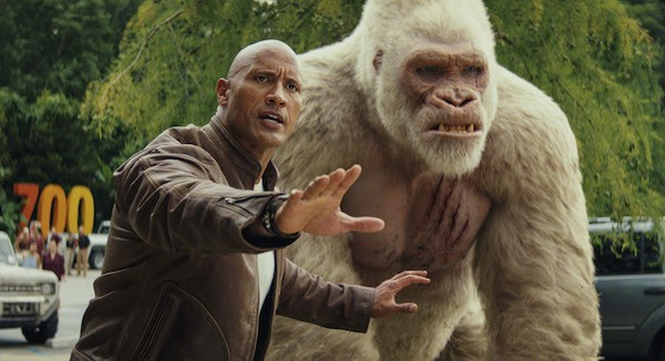 Dwayne Johnson and George in Rampage (Photo: Warner Bros.)