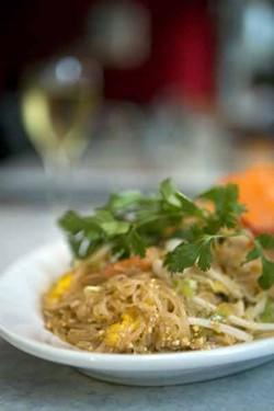 CATALINA KULCZAR-MARIN - WHAT A DISH!: The Pad Thai at Basil Thai Cuisine