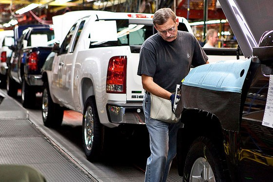 Worker helps assemble trucks at GM's Fort Wayne, Ind. plant (photo pickuptrucks.com)
