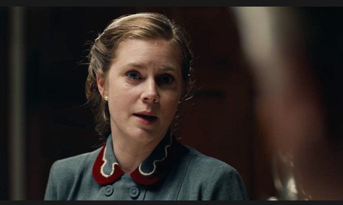 Amy Adams as Dodds loyal wife, Mary Sue