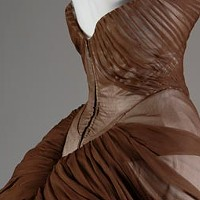 Charles James's gowns, inside and out