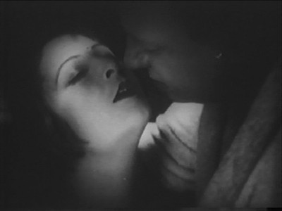 Emil Jannings plans a kiss of death on Lya De Putti