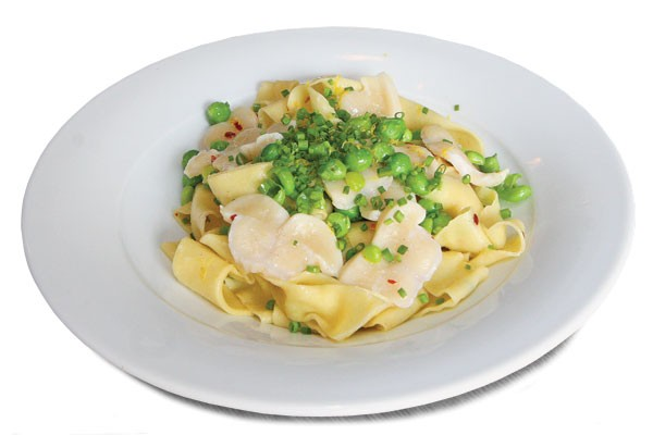 Fresh pasta with geoduck and peas - JULIA THIEL