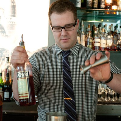 Step-by-step instructions for making Sable bartender Alex Renshaw's chalk-based cocktail