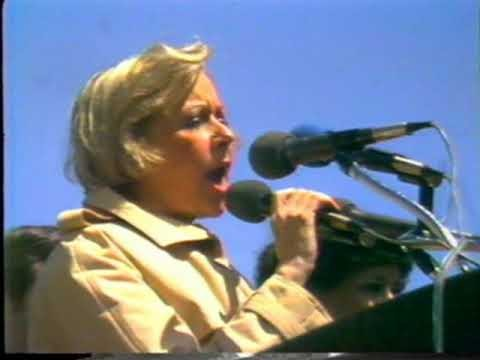 Jane Byrne speaks to the crowd.
