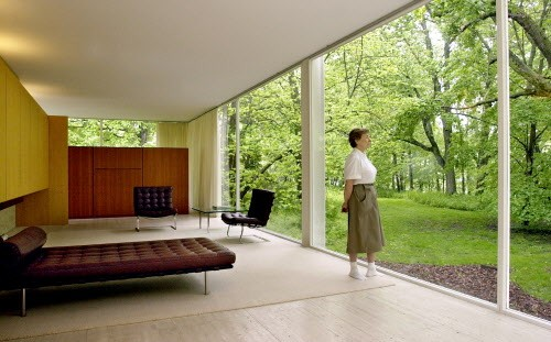 Mies van der Rohes Farnsworth House in Plano: The details are crucial.