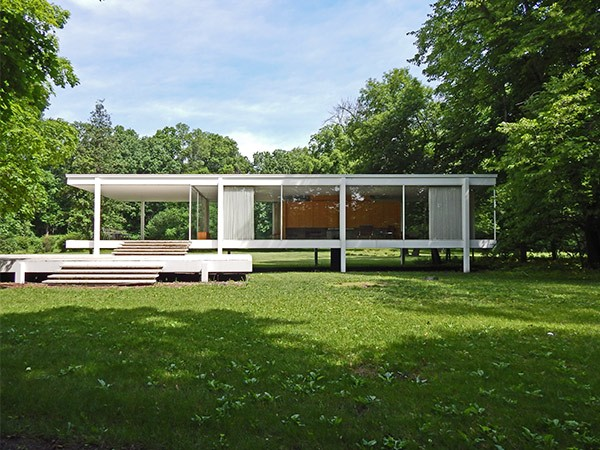 Mies van der Rohe's Farnsworth House, on the banks of the Fox River in Plano