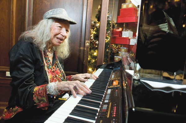 Roberta Brown plays the piano at Walnut Room. Read more about her. - LLOYD DEGRANE
