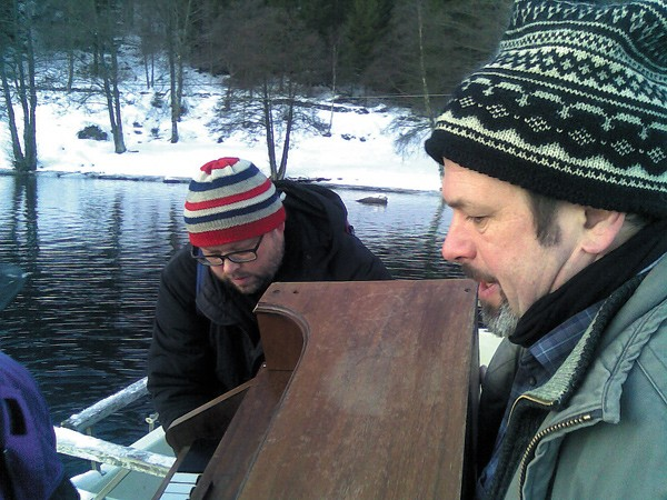 Sigbjorn Apeland and Nils Okland unload a harmonium from a boat on the island of Lysoen