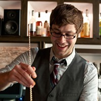 Step-by-step instructions for making a Graham Elliot Bistro bartender's Madras curry cocktail Stir. Andrea Bauer