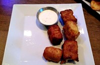 Commonwealth Tavern: Mediocre food, mediocre presidents, and the wrong hockey game