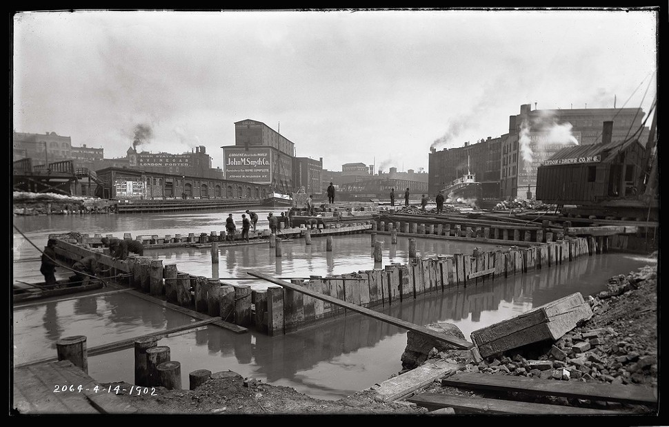 The Chicago River at State Street, 1902
