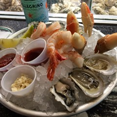 The raw bar at the Ravenswood Mariano's is shucking some great bivalves