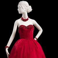Chicago History Museum features the first American couturier—and he was born here!
