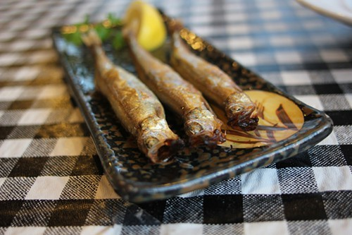 Shisyamo: whole grilled smelts with roe intact