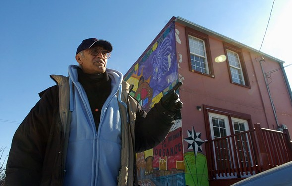 Artist Jose Guerrero leads a 2008 tour of Pilsen's murals—including his own. - (JOHN J. KIM/CHICAGO SUN-TIMES)