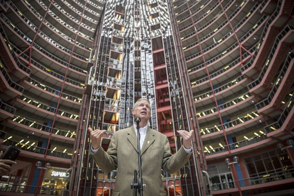 Illinois governor Bruce Rauner plans to close and sell the Thompson Center. - (RICH HEIN/SUN-TIMES)