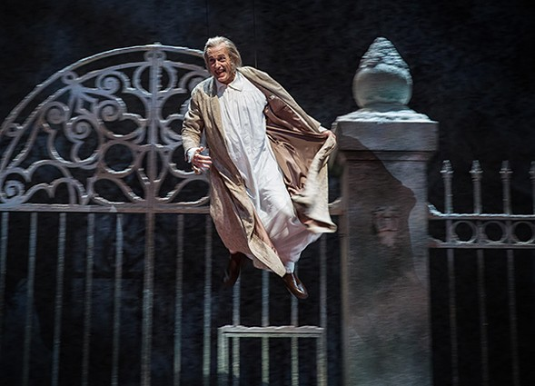 The Goodman Theatre's A Christmas Carol - LIZ LAUREN