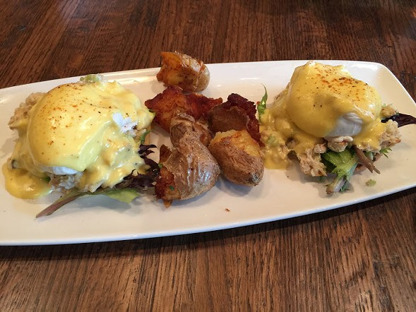 Crab salad benedict with smashed potatoes - JULIA THIEL