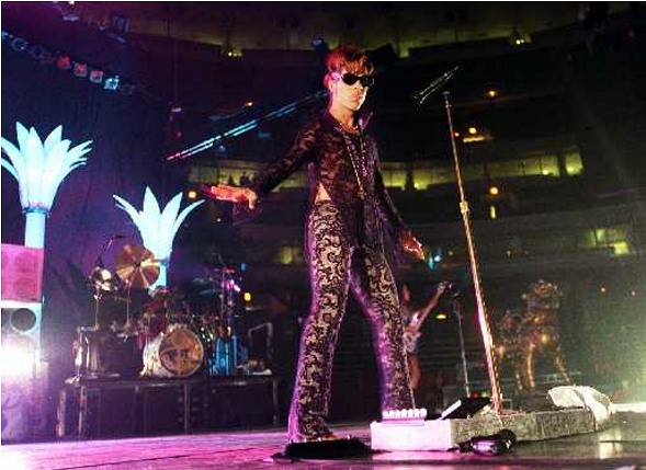 Prince at a June 1997 show at the United Center - PABLO MARTINEZ MONSIVAIS/SUN-TIMES