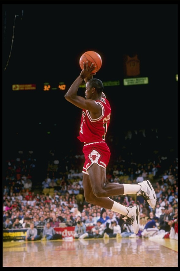 Hodges playing with the Bulls during the 1989-'90 NBA season. - STEPHEN DUNN/ALLSPORT