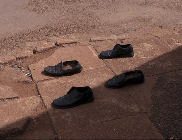 Four Shoes, 2005 - VIVIANE SASSEN/MOCP