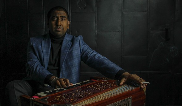 Zeshan B and his harmonium - DIANA QUIÑONES RIVERA PHOTOGRAPHY