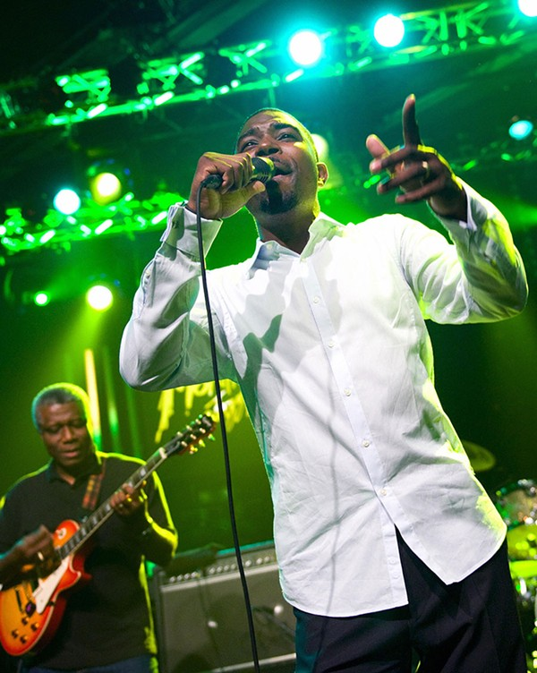 Bitty McLean onstage with Sly & Robbie in 2009 - FABRICE COFFRINI/AP