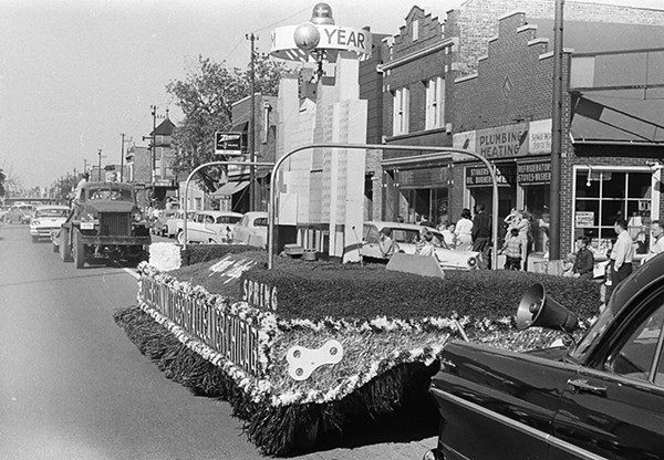 The Old Fashioned Days parade - CHICAGO SUN-TIMES