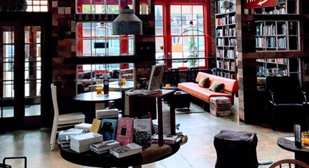An Internet-free 'bookbar' in Lincoln Park has banned laptops in favor of books and conversation