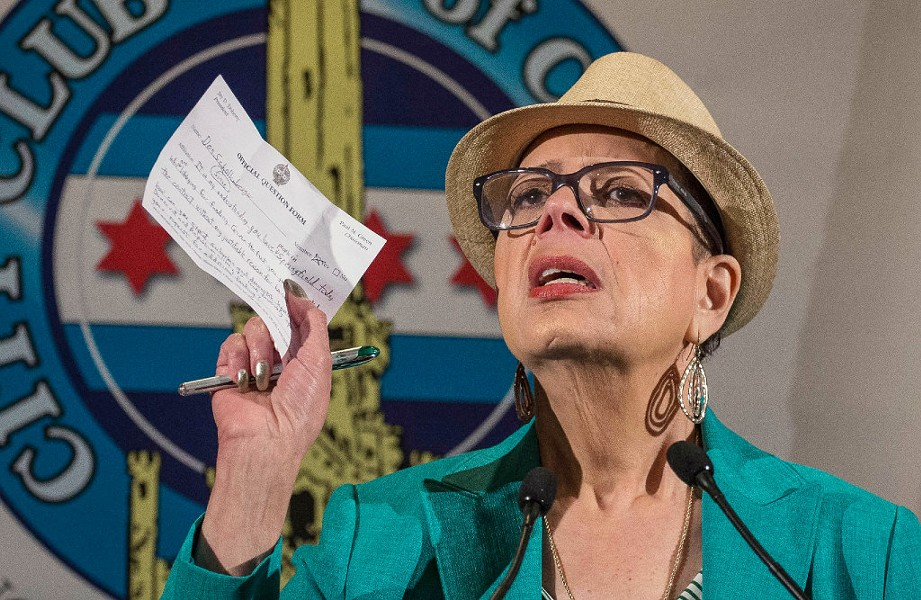 Chicago Teachers Union president Karen Lewis speaking at the City Club in April 2016 - RICH HEIN /CHICAGO SUN-TIMES VIA AP