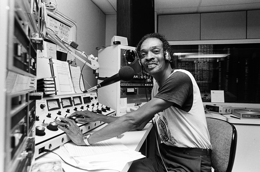 Herb Kent works an evening shift at WVON in 1982. - KATHLEEN REEVE/CHICAGO SUN-TIMES