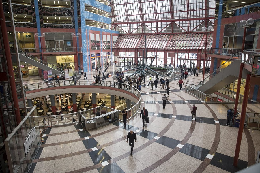 The lobby of the Thompson Center in 2015 - RICH HEIN/SUN-TIMES
