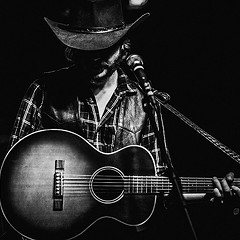Colter Wall evokes the cosmic country of the 70s through a psychedelic haze on his self-titled debut