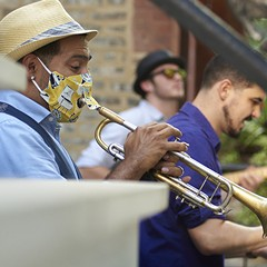Jazz musicians turn an Old Town porch into a stage