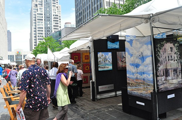 Art and shopping collide on Michigan Avenue. - SUSAN SMITH VIA FLICKR