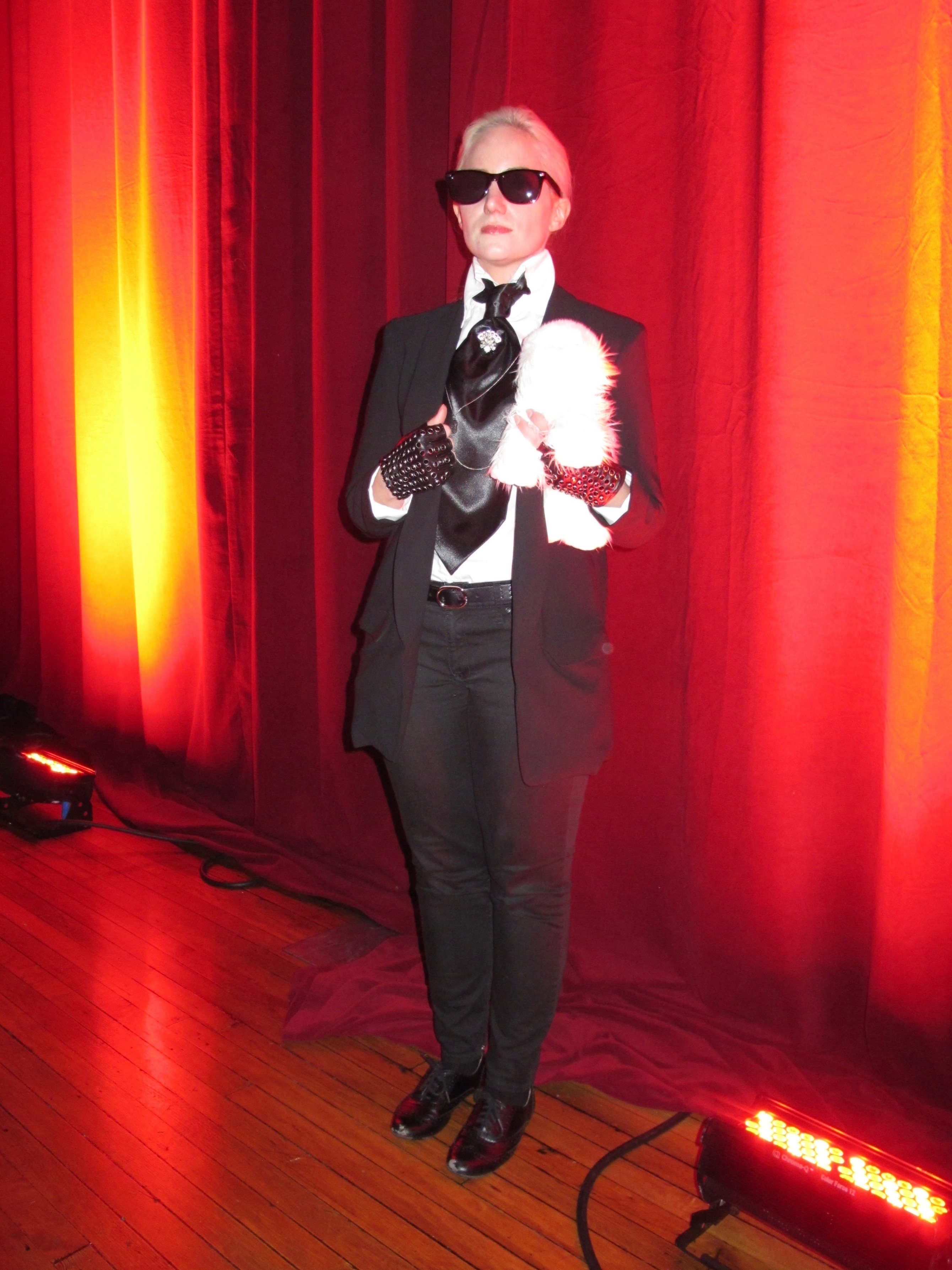 The finest costumes at the the chicago athletic hotel 39 s halloween party bleader for Comcostume halloween homme original