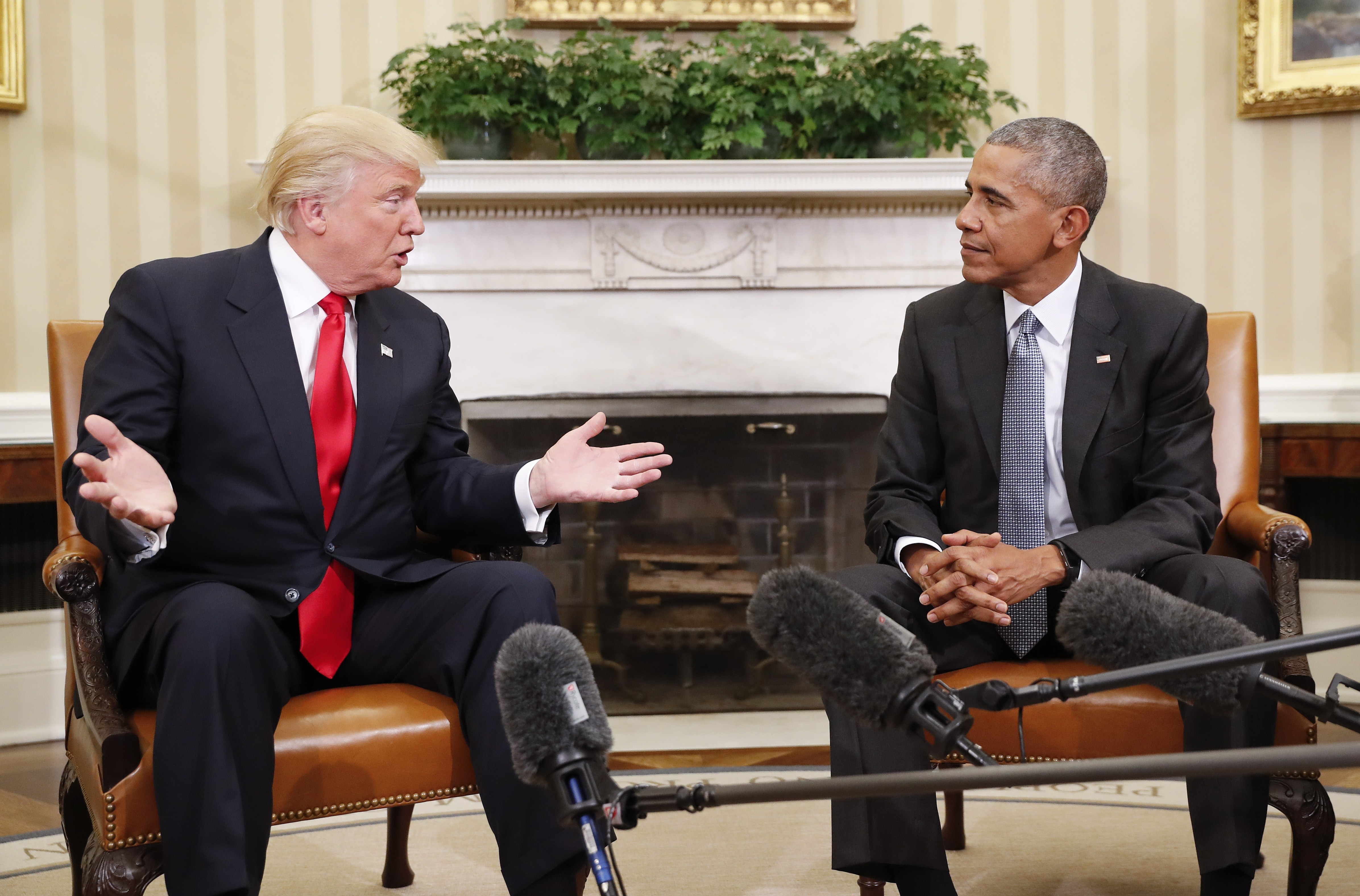 barak obama oval office golds. Click To Enlarge President Barack Obama Meeting With President-elect Donald Trump In The Oval Office November Barak Golds A
