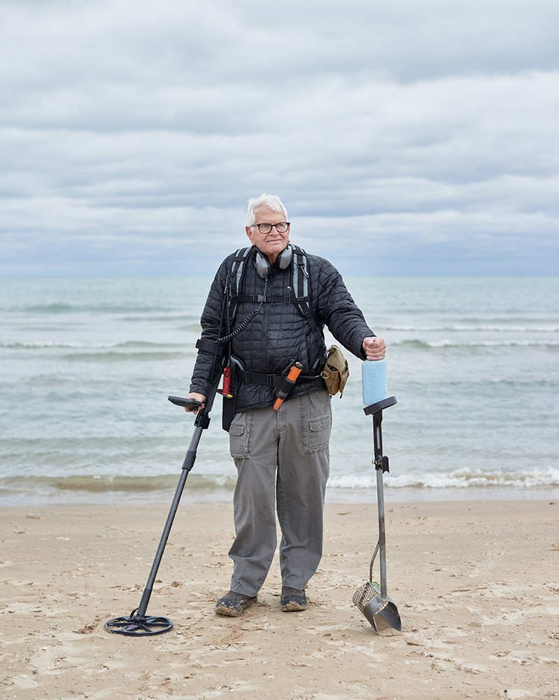 A metal detectorist makes a living helping Chicagoans find