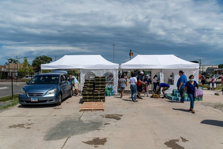 Increase the Peace distributed food and water to hundreds of families at a pop-up pantry in Brighton Park. - JUAN JOSÉ AYALA, JR.