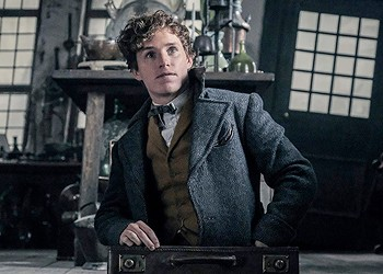 <i>Fantastic Beasts: The Crimes of Grindelwald</i> takes place in the <i>Harry Potter</i> universe, but it lacks the magic