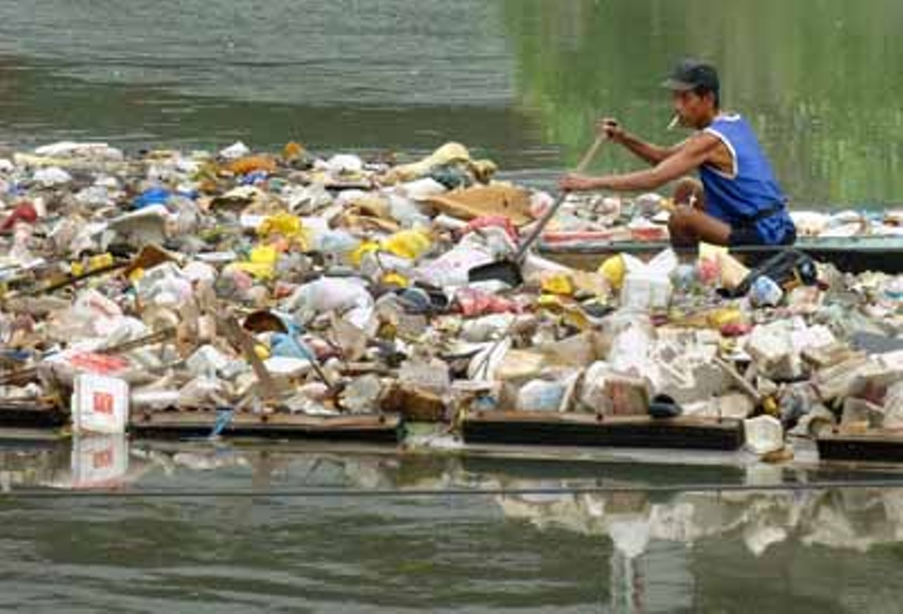 Manilas Pasig River Photo Jay Directo Afp Getty Images What Are Plastic Bags Made Out