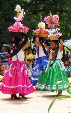 665a4fc2_2012_guelaguetza_dancers_012.jpg