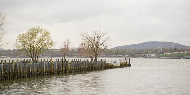 Community Pages: Beacon & Fishkill A view of the Hudson from Long Dock Park, Beacon, NY Rob Penner