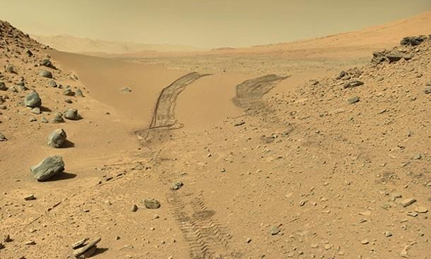 Curiosity Rover makes its way through the Dingo Pass on Mars. - NASA/CURIOSITY ROVER TEAM